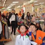 仮装パレードは、イトーヨーカドー様にご協力頂き、店内でもパレードを行わせて頂きました。